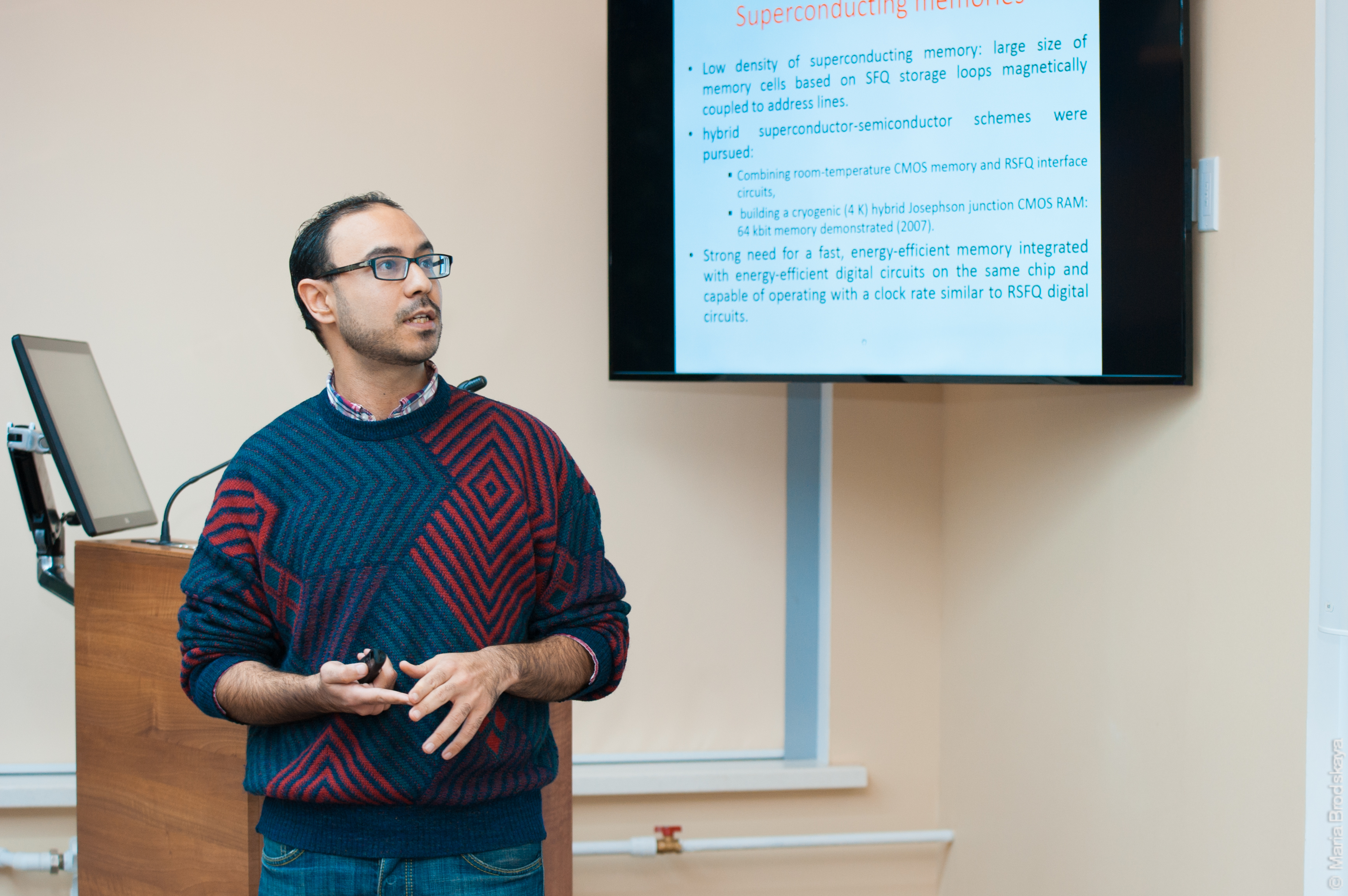 Бен Хамида Аймен докладывается на лекции постдоков в МИСиС. Ноябрь 2015 г