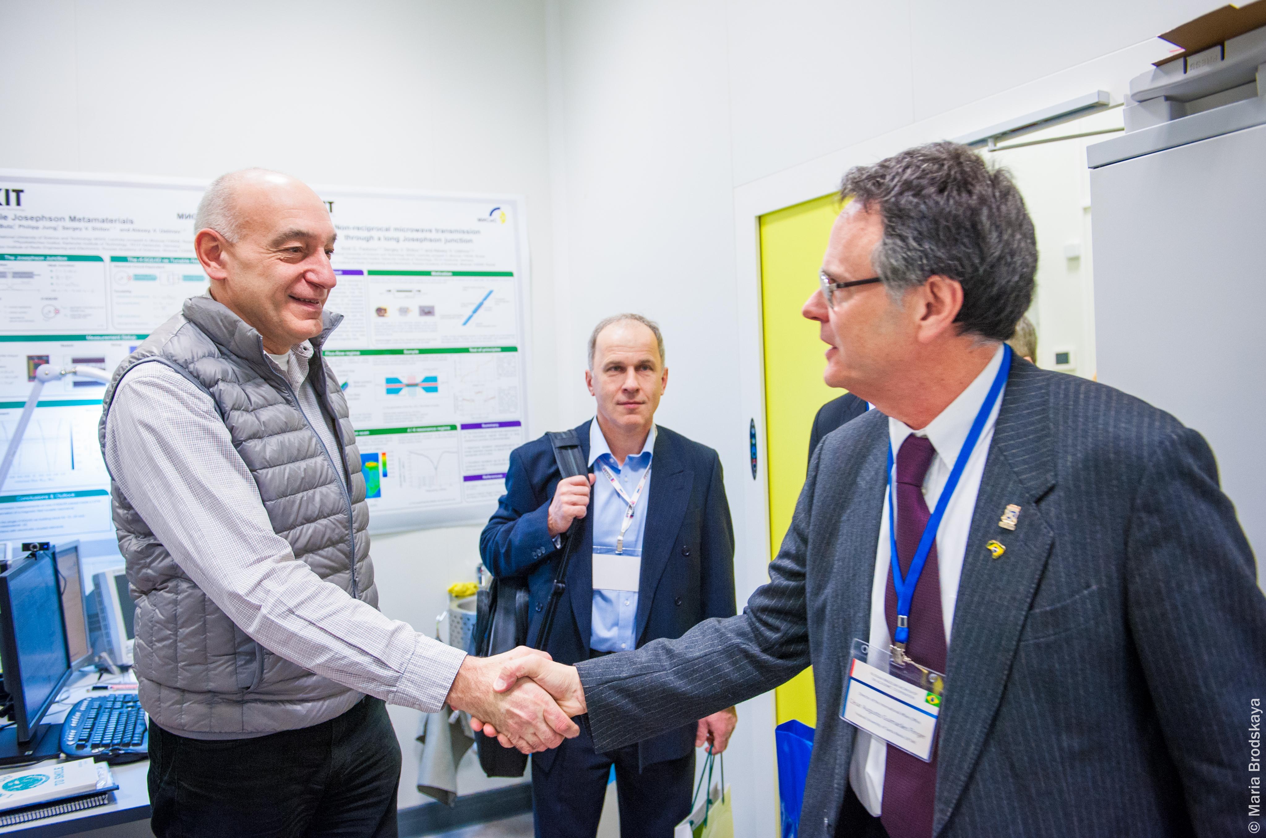 Встреча бразильской экскурсии в лаборатории